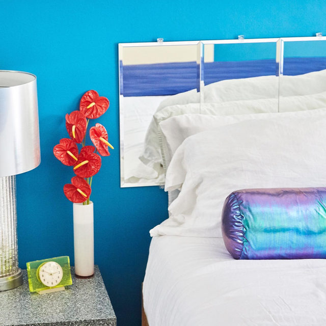 To revamp her bedroom @anotherhumandesign's @leah__ring gave herself a $1,000 budget. With some lucky vintage finds and a lot of DIY-project elbow grease, she created a lizard cage–inspired space that was both reflective of her interior life and literally very reflective 💿 A Soviet-era vintage green clock (an @etsy find) sits atop a Corian-topped bedside table (a Craiglist find), next to a headboard made of mirrors that she bought online and mounted on the wall. The only semi-splurge was the holographic bolster pillow, a custom piece. See more from Leah's super vibrant and personalized space 👉 link in bio 📸 by @mikaelkennedy ✍️ by @kv.jpg