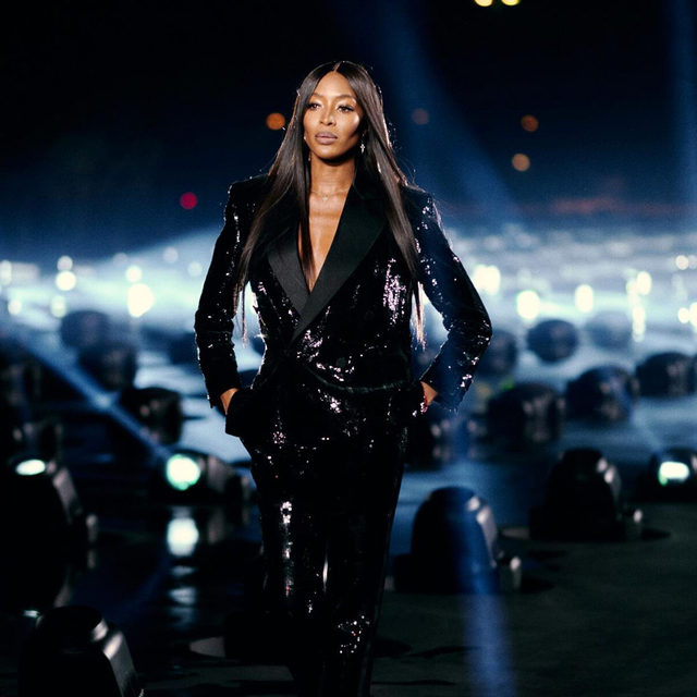 🇫🇷 #VoguePFW  午夜巴黎,超模Naomi Campbell @naomi 驚喜現身Saint Laurent 2020春夏系列!身穿全黑亮片西裝壓軸走秀,充滿自信和霸氣女強人感嗨翻全場。往左滑看超Naomi走秀影片  Supermodel @naomi closed @ysl Spring Summer 2020 tonight in front of the Eiffel Tower. 📷 Jamie Stoker  @ysl @anthonyvaccarello  #PFW#Parisfashionweek#PFWSS20#SS20#Paris#2020PFW#Voguefashionnow#YSL#SaintLaurent#AnthonyVaccarello#NaomiCampbell#supermodel#effieltower  🖊#itstifflu