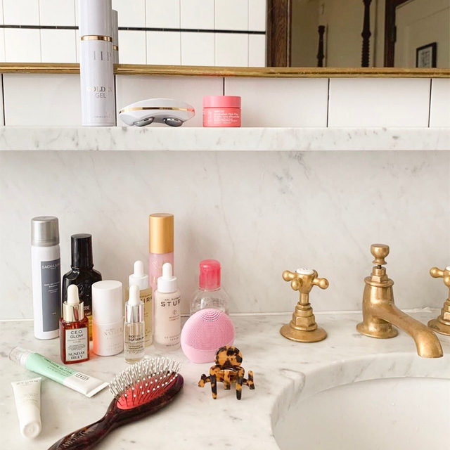 Q: do you use any facial tools? 🤔 link in bio to shop our beauty buyer, @thatgirlkandice's current obsessions from @ziipbeauty, @foreo, @bioeffectofficial, @sundayriley + more