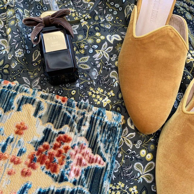 I spy our new Rose Cocoa mixed with pretty fall fashion items. The new Rose de Grasse fragrance is a beautiful combination of Rose and Chocolate notes..