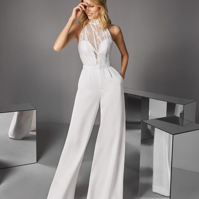 Joetta top & Sapana pants: a stylish bet for modern brides looking for an unconventional look. Try on the Mix&Dream collection at your nearest Pronovias. Make an appointment!