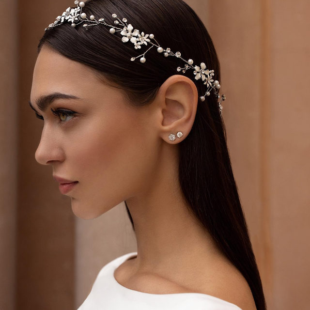 Buy 3 Accessories for the price of 2 ✨ Book now and create you dream total look! Headband: Actea #PronoviasTotalLook