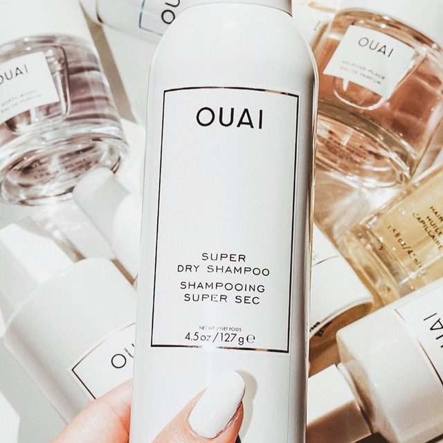 this just in🌟 introducing @theouai super dry shampoo - a highly-absorbent dry shampoo formulated to soak up excess oil, detoxify, refresh, and boost volume <regram: @glowhappiness_beauty>