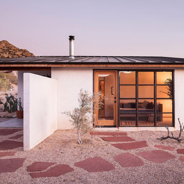 This dreamy desert house was a  true labor of love for @wondervalley founders @alaalison and @onetrippass because they essentially DIYed the entire thing, turning a once abandoned homestead into a modern oasis 🛠💪💛 Take a tour inside 👉 link in bio 📸 by @timhirschmann ✍️ by @corynnestudio