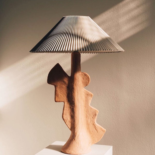 Still #1 fan of ceramic lamps right here ☝️ This one by @sarah.nedovic is everything but see more 👉 link in bio 📸 #regram @sarah.nedovic