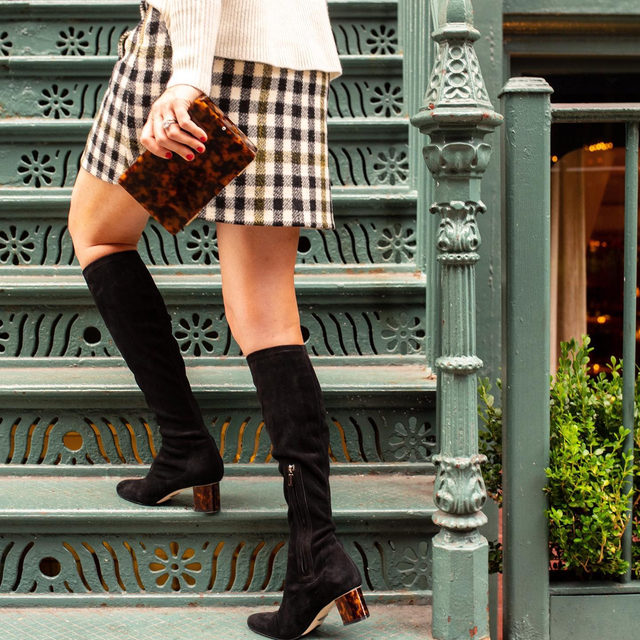 Getting acquainted with our new neighborhood— come meet us in SoHo at our first-ever Pop-Up Shop ❤️ #walklikeawoman