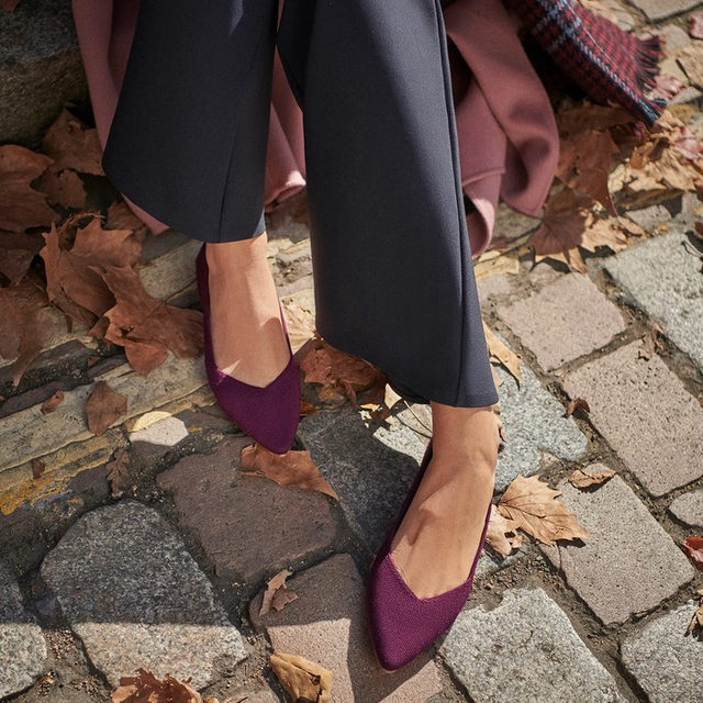 Big scarves, crunchy leaves and our new color Aubergine. We're all about that fall feeling.