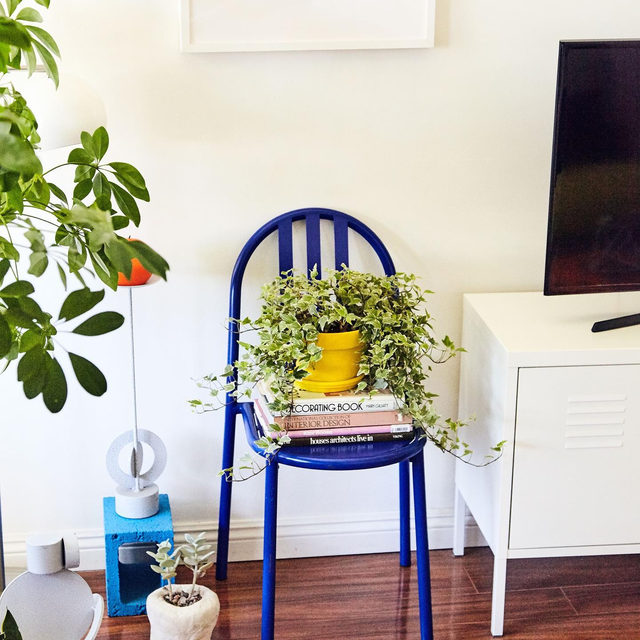 We all have that chair that doubles as a nightstand, bookshelf, plant stand, etc. @leah__ring's is a Hyper Blue™️ vintage Robert Mallet Stevens one she bought off her friends who moved to Paris 💙 see more of the @anotherhumandesign designer's space 👉 link in bio 📸 by @mikaelkennedy ✍️ by @kv.jpg