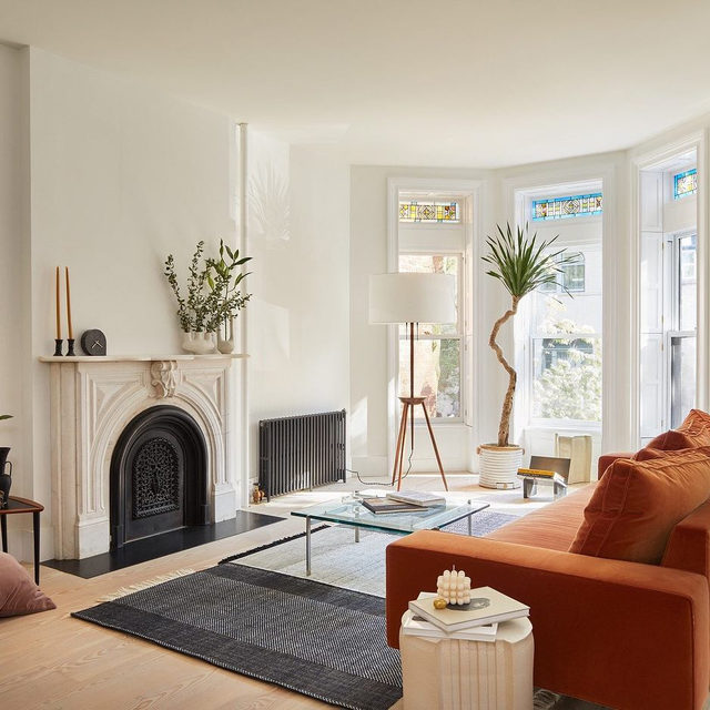 The journey to this dreamy Brooklyn townhouse was 2 years long and required a ton of creative solutions, but it was so worth it imho 🙌 Read all about Amy Globus and Gareth Miles's epic renovation 👉 link in bio 📸 by @gievesanderson ✍️ by @kv.jpg