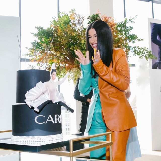 Happy early birthday to #ForcesofFashion speaker @iamcardib, who turns 27 tomorrow! Tap the link in our bio for all the details on her extravagant birthday cake. Photographed by @coreytenold