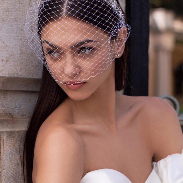 Glam style: accessorize your wedding dress with the Lollie birdcage and its rhinestone headband. Discover our wide range of accessories (link in bio!) #Pronovias2020