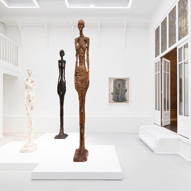 """""""Histoire de corps: Le nu dans l'oeuvre d'Alberto Giacometti"""" is currently on view at Institut Giacometti in Paris, through November 6.  The show explores the artist's representation of the human body, which he considered to be the raison d'être for the artistic gesture. This exhibition focuses on figures of the female nude in his work. Find out more via the link in our bio. __________ #AlbertoGiacometti #Gagosian @fondation_giacometti  Installation view, """"Histoire de corps: Le nu dans l'oeuvre d'Alberto Giacometti,"""" Institut Giacometti, Paris, June 22–November 6, 2019. Artwork © Succession Alberto Giacometti (Fondation Giacometti Paris + ADAGP Paris) 2019"""