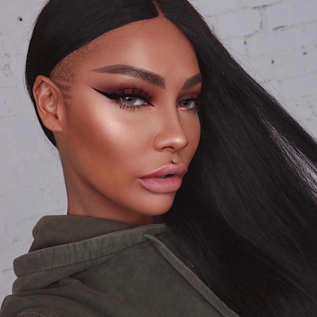 🍁 Fallll glam season is officially here! @sonjdradeluxe wears our She-E-O lashes with this strikingly stunning look.  Shop it now exclusively at @Sephora!  #VelourLashes #FluffnGlam #GlamGang