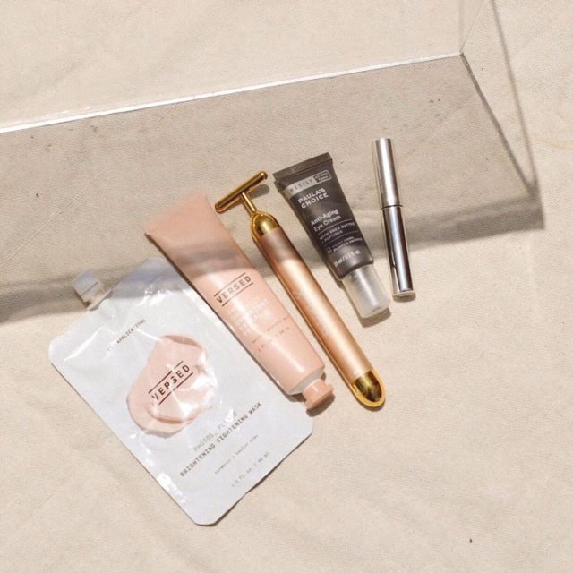 shoutout to the real mvps 💪 give yourself a little much need me time with our self-care must-have from @jilliandempsey! this 24-carat gold plated T-bar is used to sculpt + contour your face using vibrations that mimic the effects of a massage to instantly relax facial muscles by releasing tension - link in bio to preorder <rg: @versed via @angelafink>