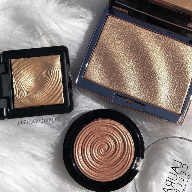 We hope this is the HIGHLIGHT of your day 🤩✨ p.s. Shop our Columbus Day Sale to receive an extra 30% off our Farewell Favs with code CD30.  via @beautyandboujee . . . #lauragellerbeauty #highlightgoals #gellerglow #motd #glowymakeup #beautyguru #gildedhoney