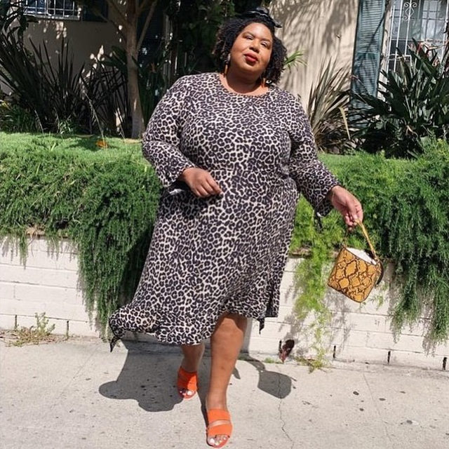 Leopard lovin' this fall season. 🐾 Head to our Shop highlight to shop all leopard print dresses. (📸: itsmekellieb)