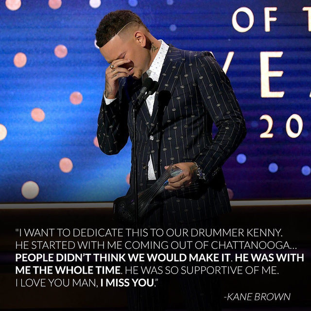 Kenny Dixon was just 27-years-old and set to marry his fiancèe next weekend when he was involved in a tragic car accident and passed away on Monday. Last night, Kane Brown paid tribute to his longtime drummer in an emotional speech. Link in bio for the heartbreaking story. 😢(📷: Getty Images)