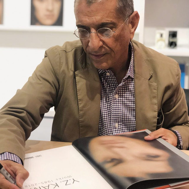 """Join Gagosian on Tuesday, November 5, at 6:30pm, for a panel discussion and book signing to celebrate the release of Y.Z Kami's new monograph. The event takes place at Gagosian, Britannia Street, London.  Ziba Ardalan, founder and artistic and executive director of Parasol unit foundation for contemporary art, and Elena Geuna, independent curator, author and art advisor, will discuss Y.Z. Kami to celebrate the recent release of his monograph, """"Y.Z. Kami: Works 1985–2018,"""" published by Skira and Gagosian.  After the talk the artist will sign copies of the book. Find out more via the link in our bio and to attend the free event, RSVP to kamirsvp@gagosian.com. __________ #YZKami #Gagosian Y.Z. Kami signing a copy of his new monograph at the Gagosian Shop, New York, 2019"""
