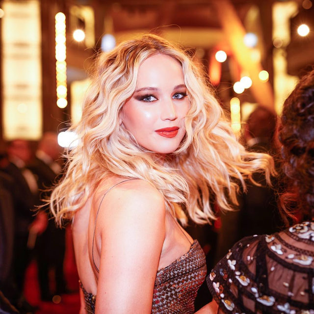 Here comes the bride 👰🏼 Today is JLaw's day! Volunteer as tribute at the link in our bio for all the details on last night's rehearsal dinner with Kris Jenner, Cameron Diaz, Adele, Bradley Cooper and more stars. ⭐️ (📷: Getty Images)