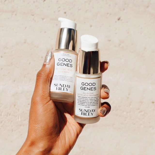 on the move? ✈️ don't let a breakout ruin your trip! @sundayriley's mini good genes uses lactic acid to gently unclog pores, give you an instant (and long lasting glow) + reduces fine lines - link in bio to shop this cult-fave