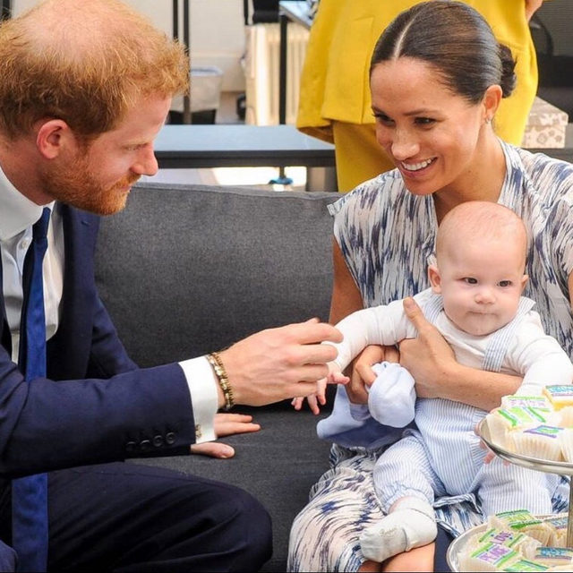 Meghan and Harry are officially tapping out and taking a much needed break from it all. Link in bio for the news of their sabbatical and Archie's first trip to the US! (📷: Getty Images)