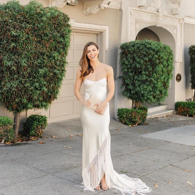 @jennifernordine makes a simple & elegant statement in our Keegan Gown (Tap to shop! | 📷: @torreyfox)