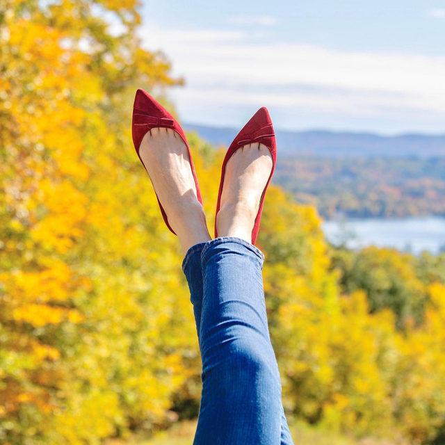 Following the fall foliage 💛 #walklikeawoman