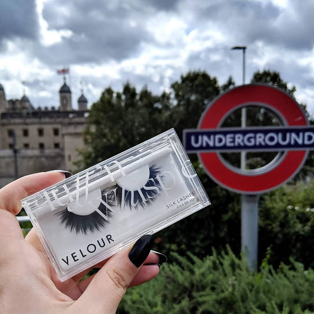💂🏰🚇  You can now grab your own pair of Velour Lashes when you get off the Underground 😘  We're now available online & in-stores @bootsuk - including best sellers from our Effortless, Silk, and Luxe Faux Mink Collection. 🇬🇧  Shop now at @bootsuk !  #VelourBeauty #VelourLashes #LiveInLashes #BootsUK #VelourAroundTheWorld