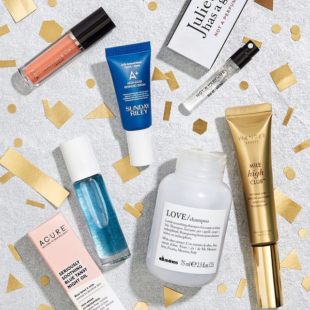 It's almost November box customization time! First up is our Holiday Ready curated box. This box is all about getting your skin, hair and makeup primed for the Holiday season. We've thrown in a retinol serum, soothing night oil, a lip stain + a full size mascara and more. Sample choice opens 10/28 for Aces and 10/29 for everyone else!
