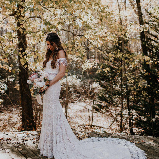 Our Ophelia Gown is for the free spirited, bohemian. (Tap to shop | 📷: @brooke.couch 👰:@lc_lately)