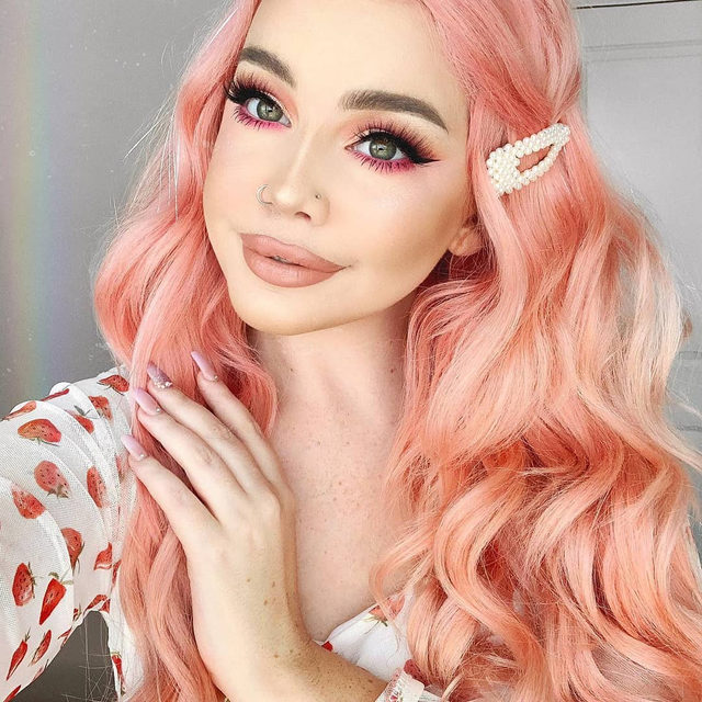 A little bit of sunshine to brighten up our day ☀️  @hailiebarber is surely brightening our day wearing our Fluff'n Glam collection in the style Can't Be Tamed.   Shop the new collection now at @Sephora!  #VelourLashes #FluffnGlam #GlamGang #VelourSephora #TrendingatSephora