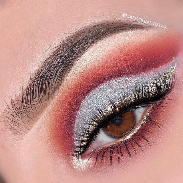 ✨ Glitter makes the world go round ✨  We're loving the touch of gold glitter @marisolbautistaa created with our Luminous Collection in the style Cherish in Champagne.   Our Luminous Collection is currently 50% off 😱 Get them before they're gone!  Get the look now on velourbeauty.com - Tap to shop ❤️  #VelourBeauty #VelourLashes #LiveInLashes #LuminousLash