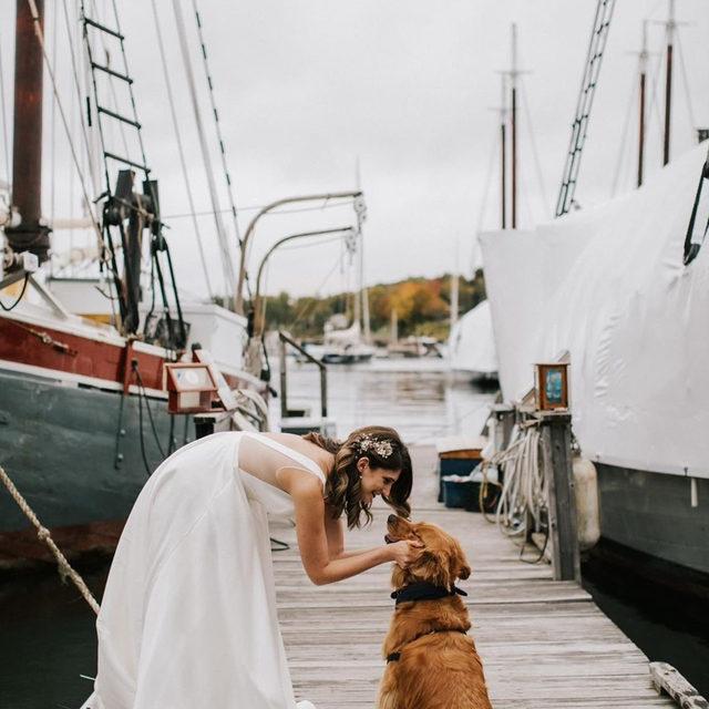 A bride's best friend! ❤️ (Tap to shop the Octavia Gown | 📷: @jamiemercuriophoto)