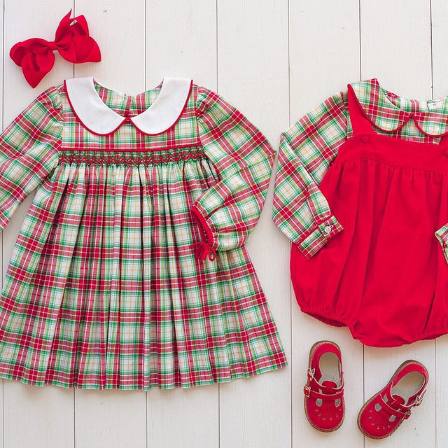 This Christmas plaid is everything 😍 Have you taken your Christmas card pictures yet? 📸