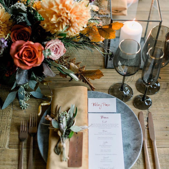 Obsessing over this warm and romantic color palette 🍂🖤🥀 designed by @sterling_social with our #velvetlinen napkin in Tamarind for the coziest look. See the full feature on @greenweddingshoes 🙌🏻🍁. 📷 @the_grovers. #latavolalinen #transformyourtable #velvetnapkin #fallflorals #fallwedding #cozyfallwedding #losangeles #losangeleswedding #autumnwedding #autumnweddinginpo #greenweddingshoes #franciscangardens #franciscangardenswedding #californiawedding #loftweddinginspo #weddingreception