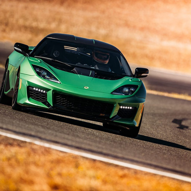 The 2020 Lotus Evora GT is a track star without sacrifice. Nine years of improvements make it truly desirable, according to @thesmokingtire. It delivers a distinctly analog experience, similar to an original NSX, sprinkled with modern touches. Would you take it over a Porsche 718 Cayman? 📸: @camdenthrasher