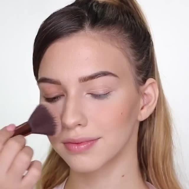 How cute is this Bella Hadid Affordable Makeup Tutorial by @deborahruizglam ✨😱Wearing our Baked Blush-n-Brighten. . . . #lauragellerbeauty #bakedblush #bellahadid #halloweenmakeuplooks #makeuptutorials #motd