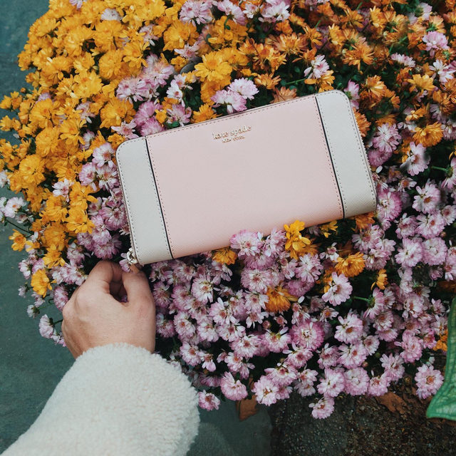 money can't buy you happiness. (but it can buy you 🌼🌸.) #katespade #loveinspades