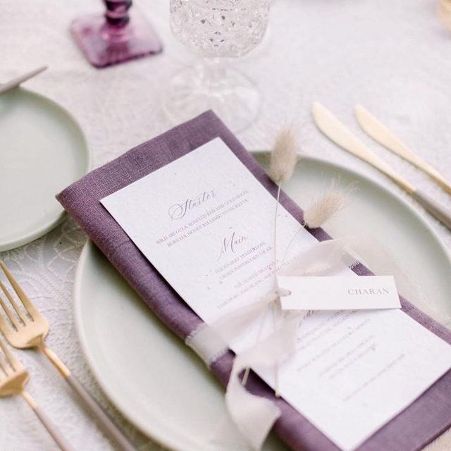 Pop of Plum 💜 with our #tuscanylinen napkin in Plum and #adelaidelinen in Ivory. 🌾🍂🍁 Design  @orangeblossomspecialevents | Photo @heatherkincaidphoto | Rentals @borrowedblu. #latavolalinen #transformyourtable #texturedlinen #linennapkins #popofcolor #popofpurple #popofplum #malibubride #malibuwedding #fallwedding #fallbride #californiawedding #popofcolor #weddingreception