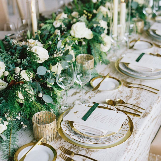 Definition of winter wonderland 🌲✨🥂 with the perfect touch of gold accents using our #baylisrainlinen in Gold and rentals by @theonicollection and @hensleyeventresources 😍👌. Design by @eliseevents | Florals by @nancyliuchin | Photography by @imryanray. #latavolalinen #transformyourtable #linen #goldaccents #greenwhiteandgold #winterwedding #winterparty #laketahoe #laketahoeparty #laketahoewedding #winterbride  #ritzcarltonlaketahoe