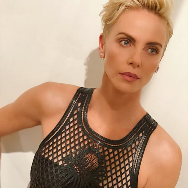 Goodbye bowl cut! #CharlizeTheron has a shorter, blonder hairstyle. Link in bio for details on her new cut. #regram and #hair by @hairbyadir