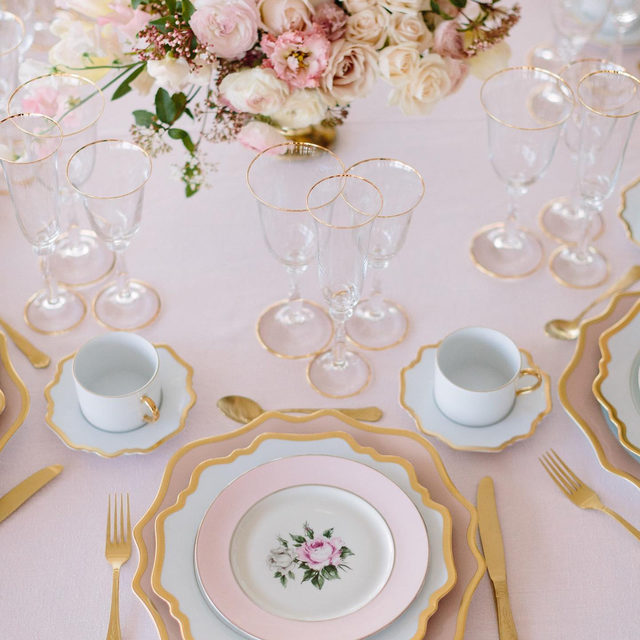 Pretty in pink 💕🌸 A sweet #marieantoinette inspired #babyshower with our #tuscanylinen in Light Pink from @shannonleahyevents and @maxgilldesign 📷 @larissaclevelandphoto #latavolalinen #transformyourtable #prettyinpink #thinkpink #pinkbabyshower #linen #naturallinen #linenlife #palepink #bayarea #sanfrancisco #eventplanning