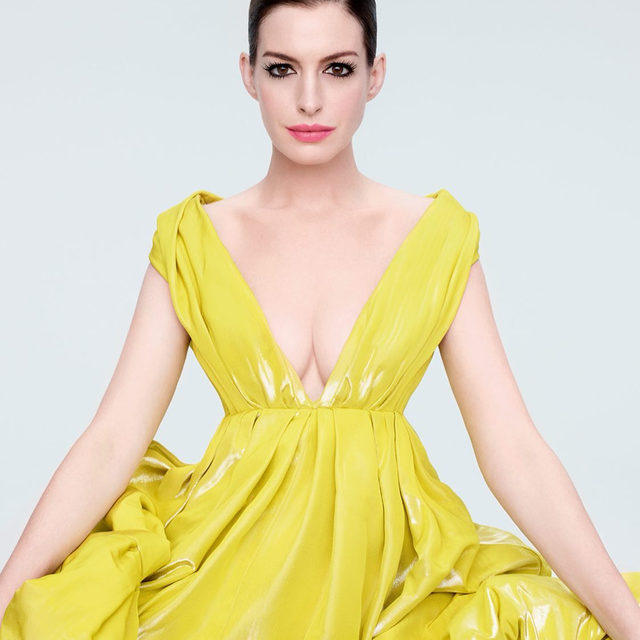 Happy birthday to the Princess of Genovia - err - I mean, @annehathaway. 👑 Throwback to this regal moment from our September cover shoot. Link in bio for the full cover interview! — #photography: @solvesundsbostudio #hair: @jennychohair #makeup: @diane.kendal #stylist: @georgecortina #nails: @riekookusa #story by @smashfizzle