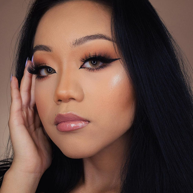 ✨💛BOSS BABE VIBES 💛✨  💁♀️ @kachiavang is definitely living up to the name of our lashes in the style SHE-E-O from our Fluff'n Glam collection. 👸  Our Fluff'n Glam collection is now available exclusively at @sephora - tap to shop the look!   #VelourLashes #VelourBeauty #FluffnGlam #VelourxSephora #SephoraExclusive #LiveInLashes