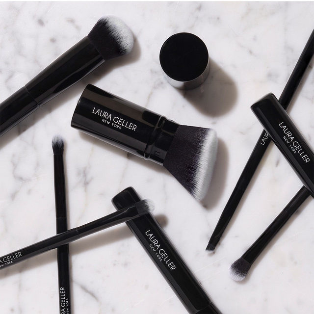 When in doubt, BLEND IT OUT ✨ Introducing our new makeup brushes - - ready to help you get the look you crave.  Shop today on laurageller.com . . . #lauragellerbeauty #makeupbrushes #lauragellerbrushes