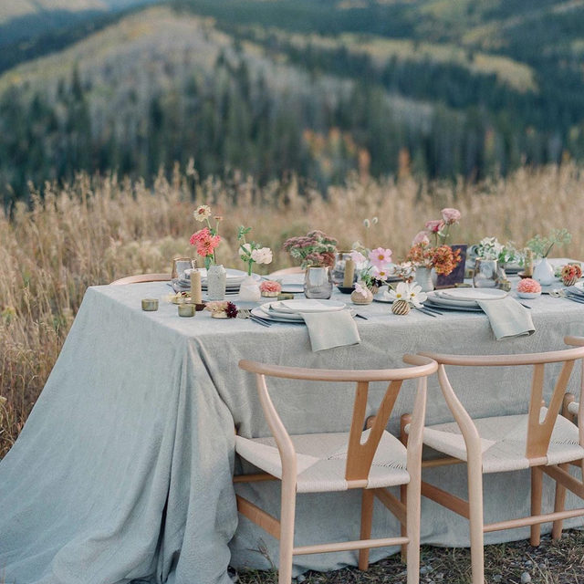 How perfect is this #mountainwedding inspo with our #adelaidelinen in Smoke from @adinamichelleevents and @premastyle ?? ⛰️🌸🌿Colorado, here we come! 📷 @lauramurray With @knappranch @yonder_house @undertheskyeventrental @emberhairstream @hazeleyedesigns @annabebridal @inesdisanto @teds_clothiers @younginthemountains @anthropologie @brookeigo @niclubin #colorado #coloradowedding #latavolalinen #transformyourtable #rockymountainwedding #weddinginspo #fallwedding #weddingdecor #outdoorwedding #fallcolors #mountaintopwedding #tablescape #edwardscolorado