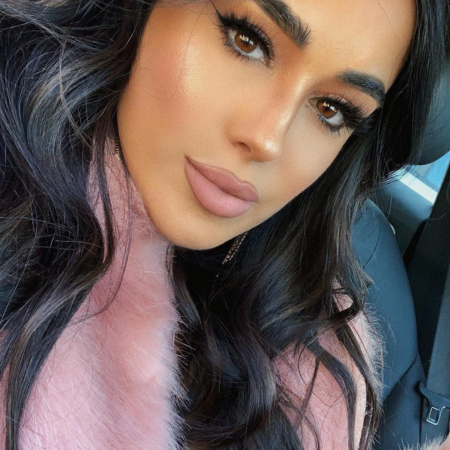 ❄️The winter season is meant for fluff - fluffy lashes, fluffy sweaters, fluffy marshmellows in your hot cocoa 😘  Were definitely getting the fluffy lash look from @ashleybias in our Wild Child lashes - part of the Fluff'n Glam collection available exclusively @sephora 😍  Tap to shop the look!  #VelourLashes #VelourxSephora #SephoraExclusive #FluffnGlam #VelourBeauty #LiveInLashes