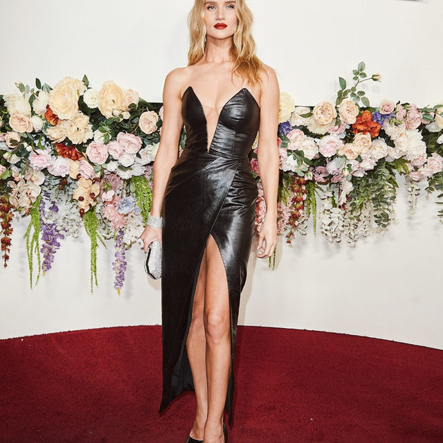 our 2019 Icon of the Year @rosiehw in the @michaelcostello jake gown ❤️ link in bio to get her look #REVOLVEawards