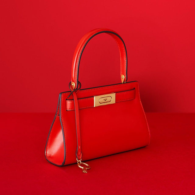 Online exclusive: the Lee Radziwill Petite Bag in Brilliant Red #ToryBurchHoliday19 #ToryBurchinColor #ToryBurchBags #ToryBurch