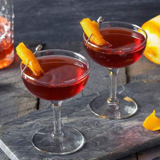 What do you do when you have a dozen people over for dinner, the corn bread is burning, and the kitchen is a sweatbox? Find whiskey, Campari, and vermouth, and make yourself a Boulevardier. Tap the link in our bio to read @helenr on the perfect Thanksgiving cocktail. Photograph by Brent Hofacker / Alamy.